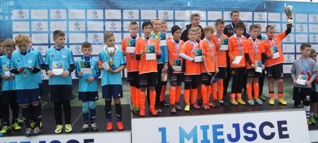 Zwycięstwo rocznika 2005 w turnieju Ekstra Talent na obiektach treningowych ekstraklasowego zespołu z Niecieczy.